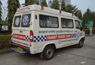 Ambulance_-_Force_Motors_-_Traveller_-_Kolkata_2015-02-06_5789