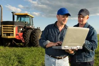farmers-with-laptop_20