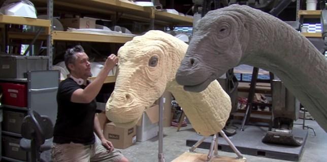 Jurassic World Building the Apatosaurus