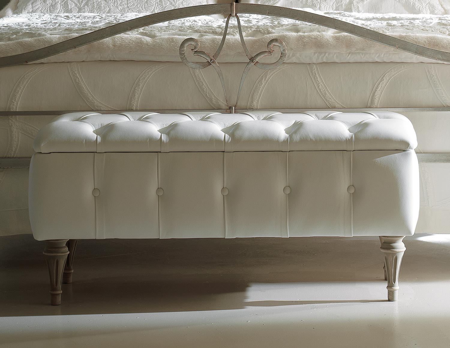 Bedroom Stools And Benches Top 13 Ideas For The White Bedroom Qnud