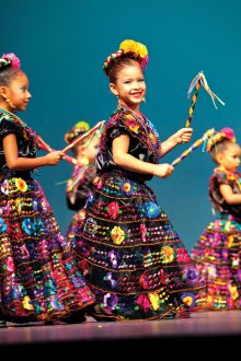 Folklorico dancers to perform at TWOQC luncheon.