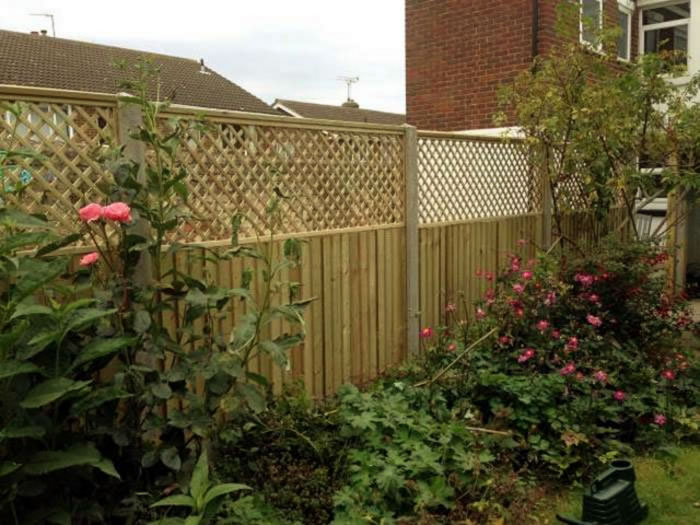 Fence Toppers Venetian Fencing And Trellis Fences In Kent