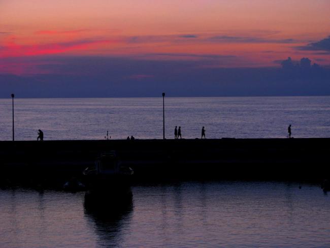 Tramonto tra le barche. Puglia 2016 ©Foto CECILIA MARTINO