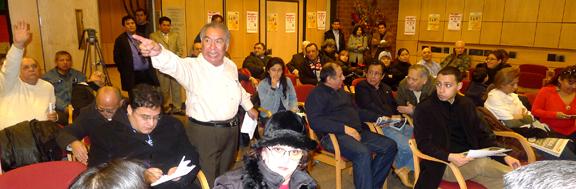 Peruanos en Acción en el Centro Judío de Jackson Heights, Queens.
