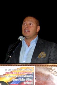 Kaleil Isaza en su primer discurso político como candidado que aspira representar a los colombianos en el exterior.