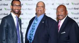 HealthFirst y senador Comrie honran a líderes educativos en Queens