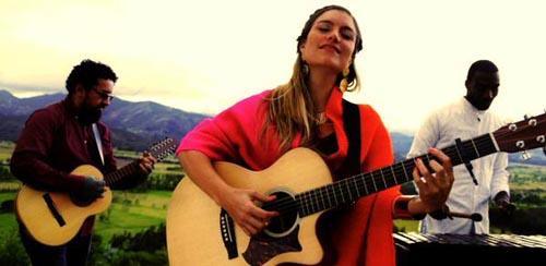 La cantante colombiana Laura Kalop vendrá al Parque Flushing el 1 de agosto al FolkColombia en el Parque 2015.