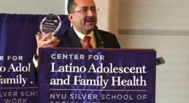 Guillermo Chacón honrado como 'Lider Comunitario' por su lucha a favor de la salud de los latinos