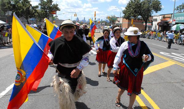 Ecuatorianos exhiben su orgullo y pujanza