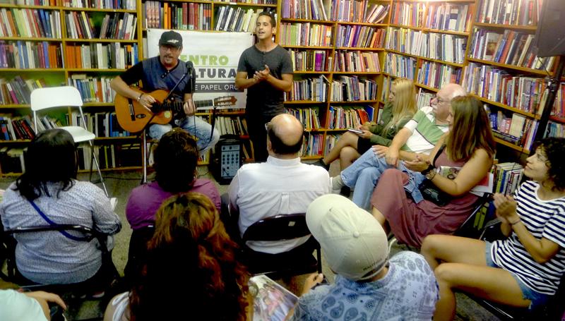 El músico Jesús Alvarez y el cantante