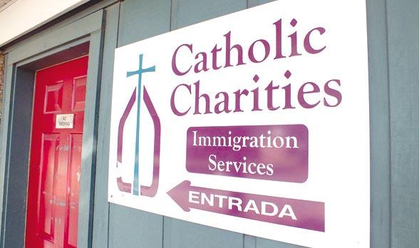 Caridades Católicas y la Corte prevén ayudar a más de 1.500 inmigrantes durante el primer año
