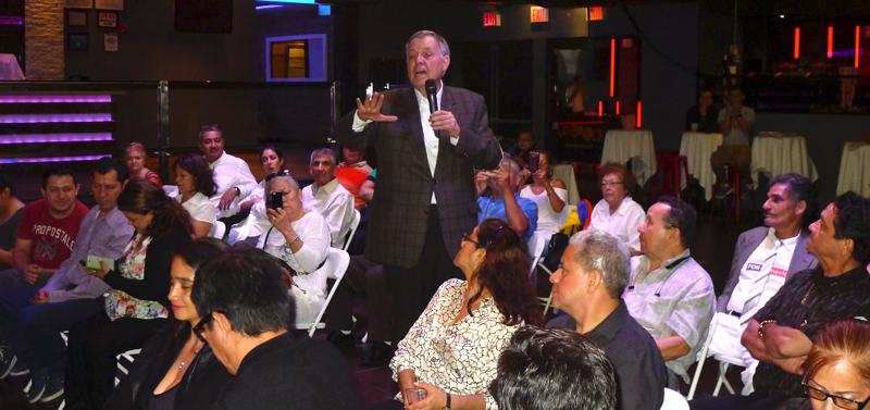 El Procurador Alejandro Ordoñez con los colombianos en La Boom de Queens.