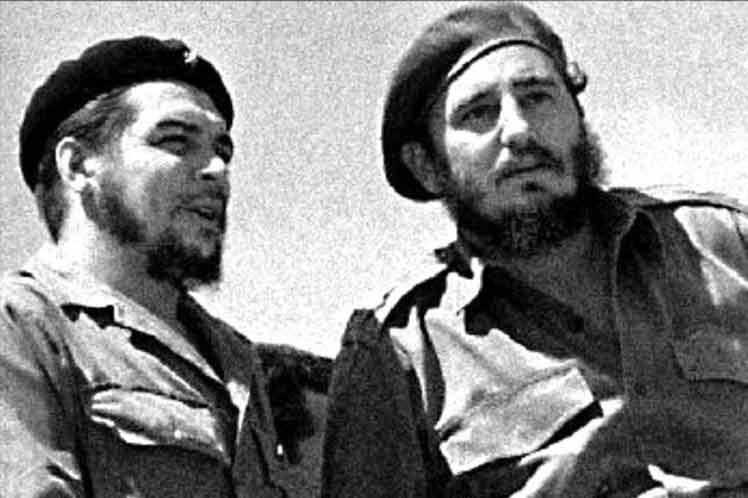 El revolucionario argentino Che Guevara y Fidel Castro. Foto archivo
