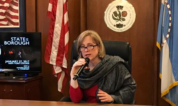 Melinda Katz se prepara para su discurso sobre el estado de Queens este viernes 27 de enero