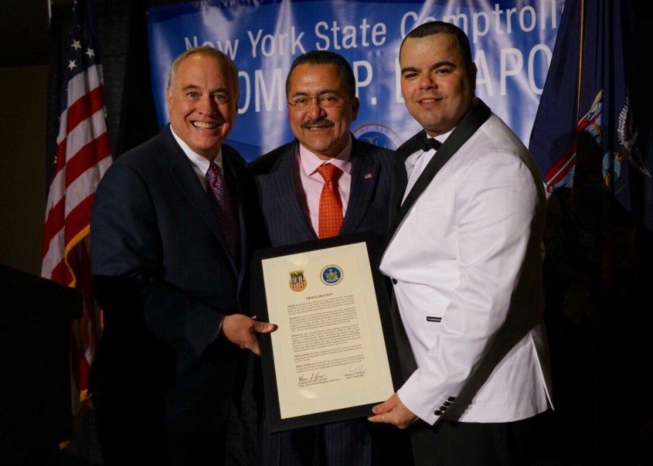 Guillermo Chacón es honrado de Albany durante la conferencia SOMOS