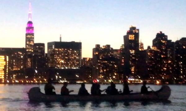 Practique kayak y canoa en el East River de Nueva York