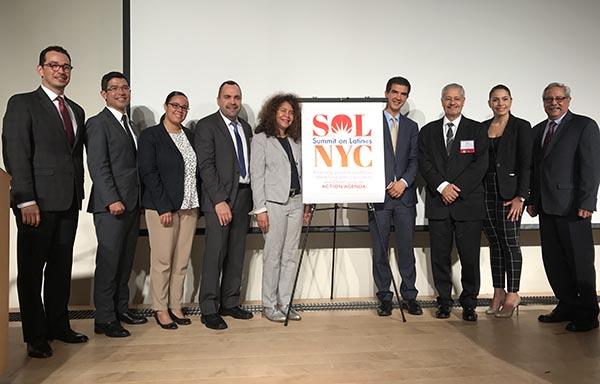 'El poder no se mendiga': Cumbre de latinos en NY (English version bellow)