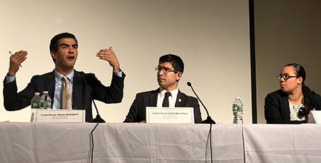 El concejal Ydanis Rodríguez, quien aspira a ser el presidente del Concejo de Nueva York, el concejal Carlos Menchaca y la asambleísta Carmen de la Rosa.