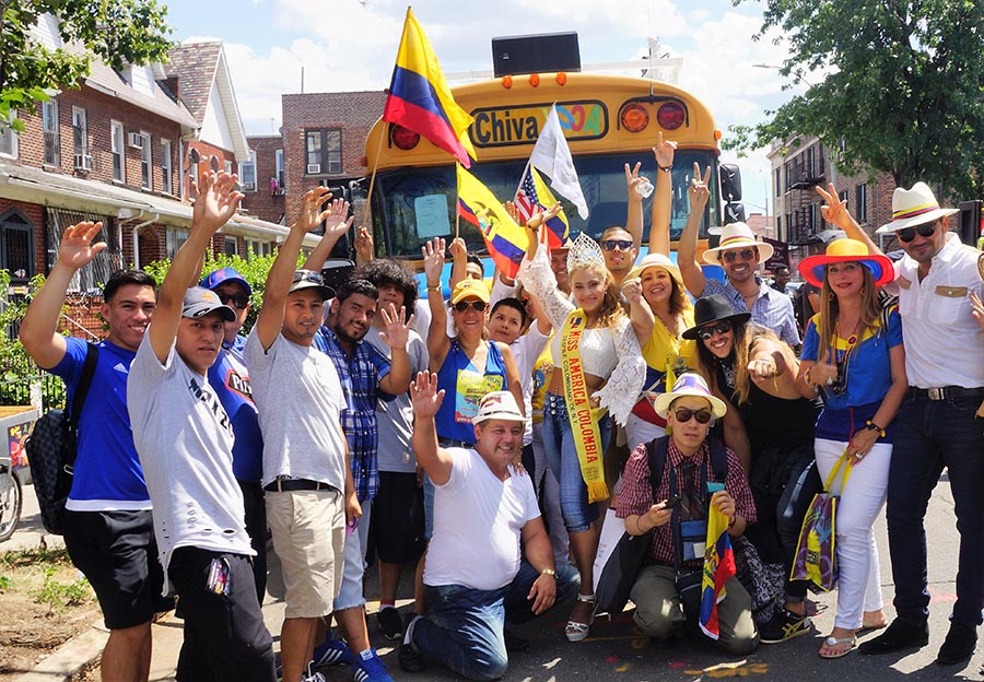 El entusiamo de los colombianos durante su desfile es notorio.