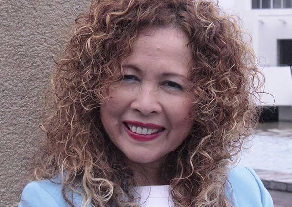Connie C. Torres escribe, canta y motiva