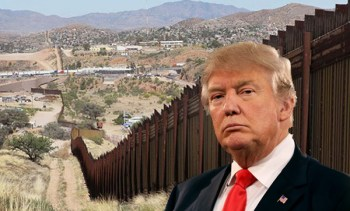 El presidente Trump con la frontera de México al fondo.