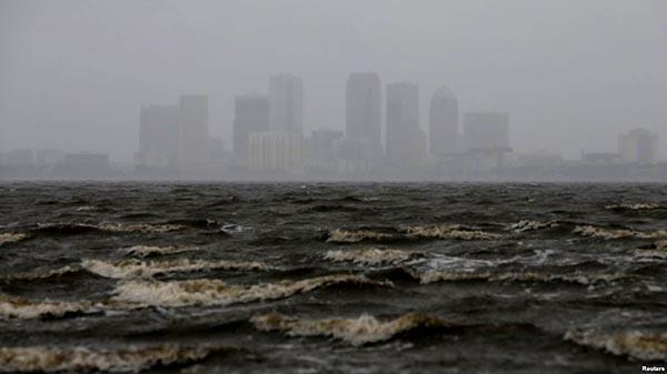 Huracán Irma inunda Florida y se vuelve tormenta
