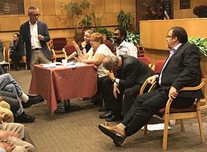 Debate sobre la Convención Constitucional en el Centro Judío de Queens. Foto Javier Castaño