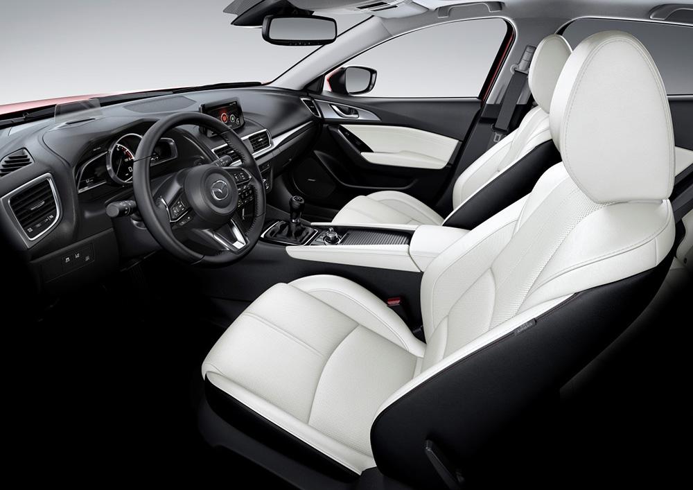 El interior del Mazda