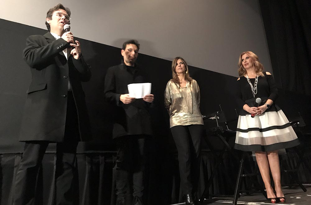 Desde la izquierda, el director Miguel Salazar, Juan Carvajal, la Cínsul General de Colombia en Nueva York, María Isabel Nieto y Berenice Gartner de la estación de televisión Univision.
