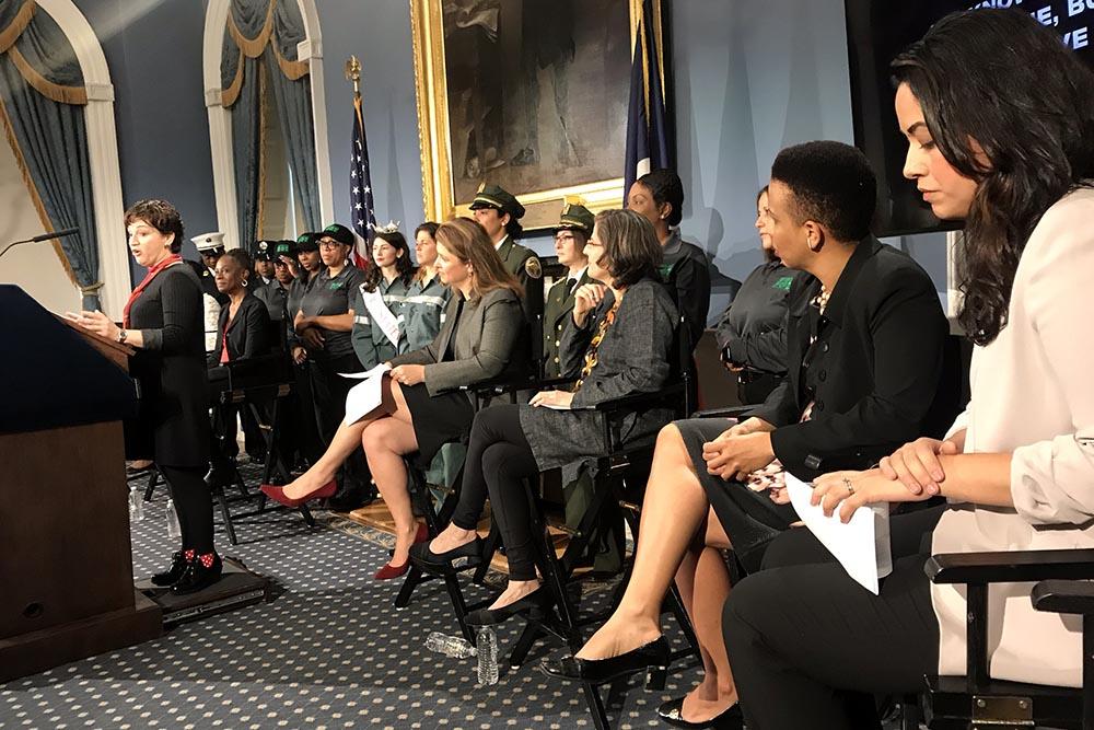 Nellie Torres hablando durante la conferencia de prensa en la Alcaldía de Nueva York.