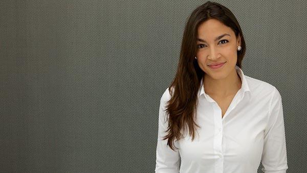 Alexandria Ocasio desafía a congresista Crowley este martes