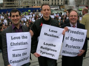 Love Muslims, loath religious tyranny at a free speech rally