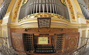 a German church organ console