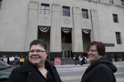 Plaintiffs Jayne Rowse, left, and her partner April DeBoer stand outside Federal Court in Detroit on Feb. 25, 2014. / Mandi Wright/Detroit Free Press