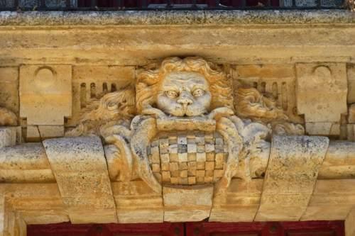 Escudo heráldico del Valle de Baztán en el Palacio de Goyeneche de Nuevo Baztán