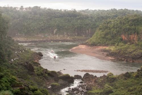Botes a la Isla de San Martín en el Parque Nacional Iguazú
