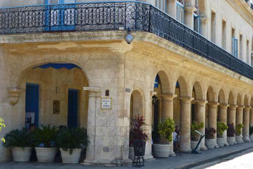 Palacio de los Condes de Santovenia en la Plaza de Armas de La Habana