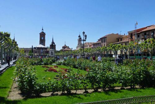 Plaza de Cervantes, el centro de la vida social y cultural de Alcalá de Henares