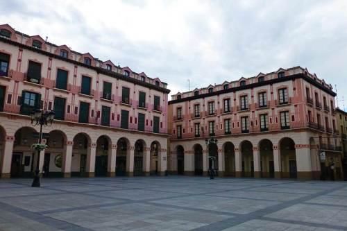 Plaza de López Allué, el lugar ideal para comprar productos típicos, recuerdos y souvenirs de Huesca