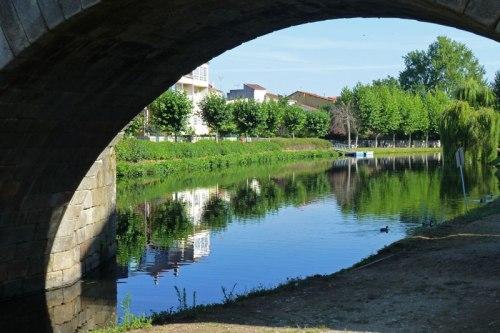 Río Cabe a su paso por el Puente Viejo de Monforte de Lemos