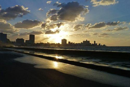 Atardecer en La Habana, una de las ciudades con más encanto del Caribe