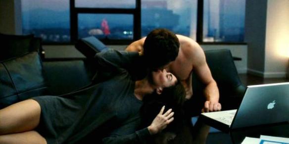 couple kiss laptop