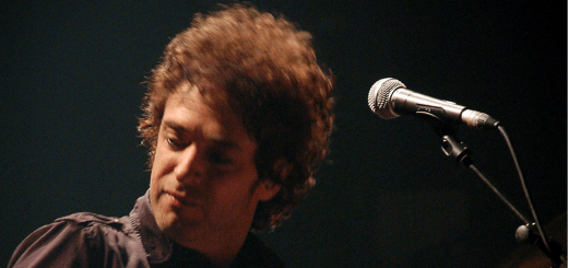 Fuente: http://upload.wikimedia.org/wikipedia/commons/2/2f/Gustavo_Cerati,_Madrid,_2006.10.10.jpg