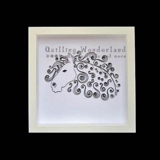 ажурный портрет лошади, сделанный своими руками в технике квиллинг