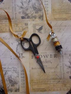 karen-necklace-thread-holder