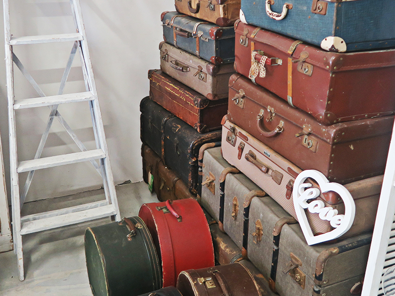 Quirky Parties - Vintage Suitcase - Hire