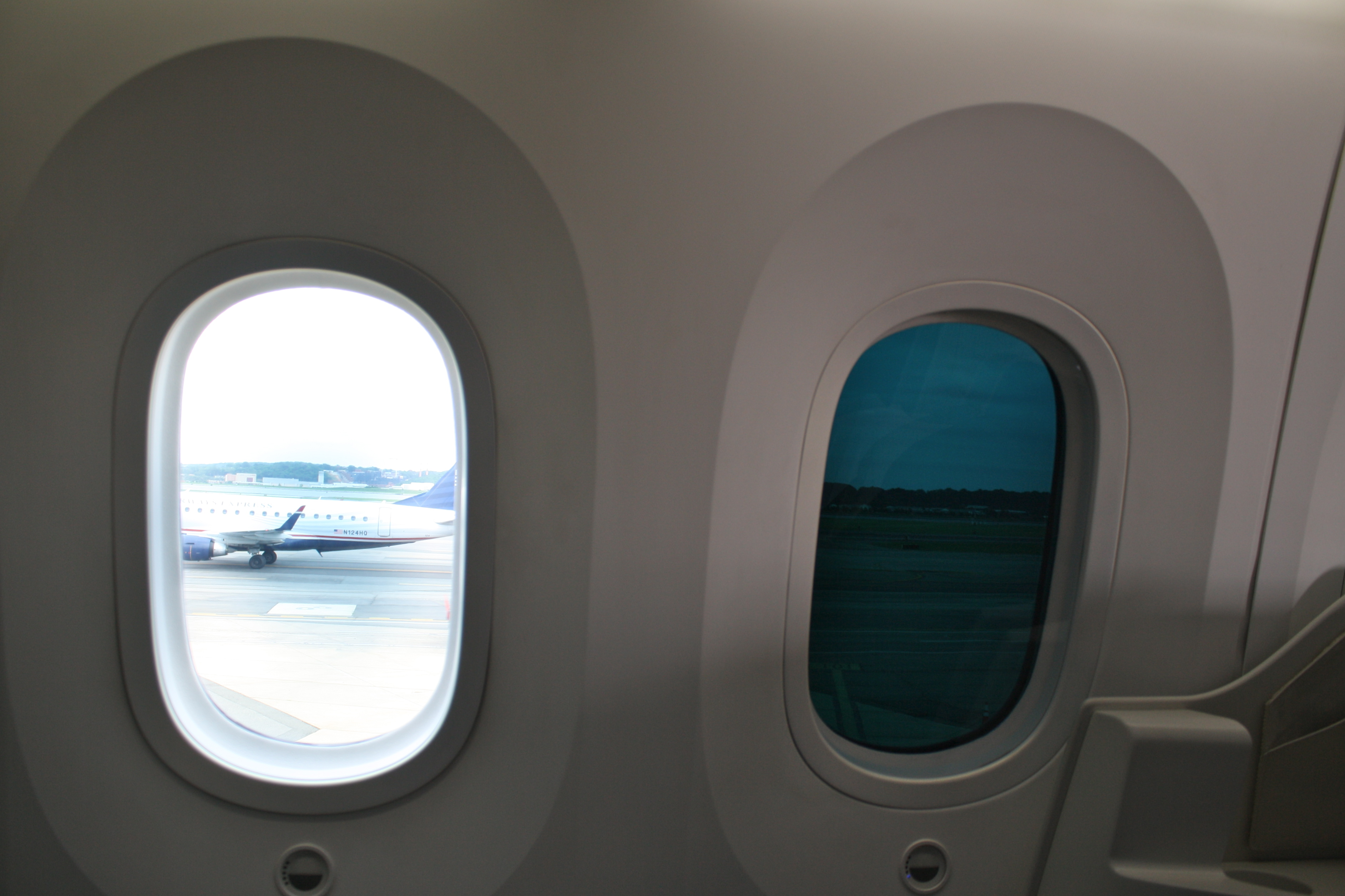 Displaying 14 gt images for boeing dreamliner interior windows