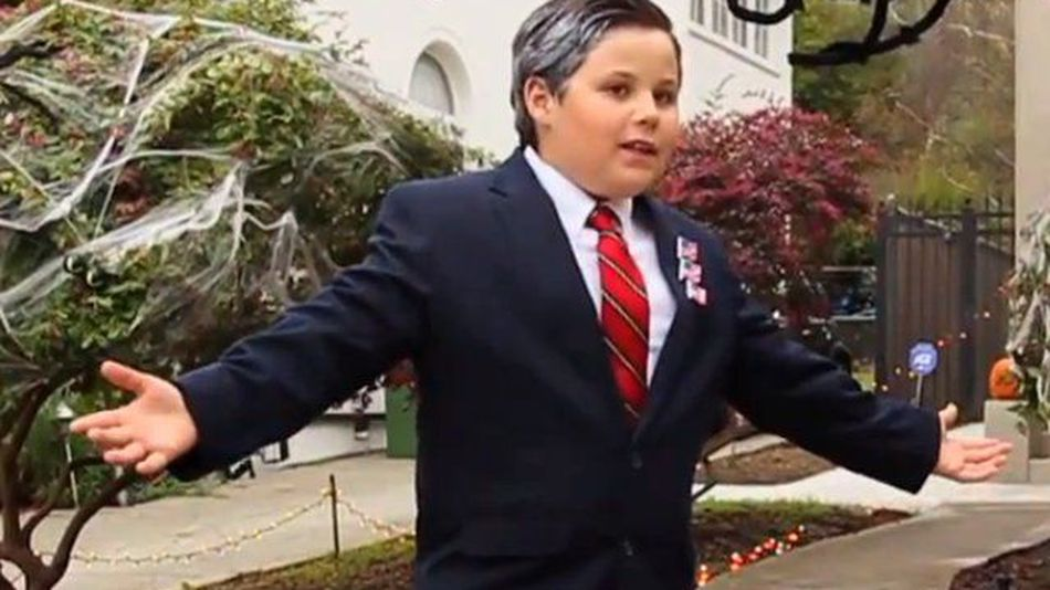 Sassy-little-mitt-romney-mingles-with-trick-or-treaters-video--221a0cc686