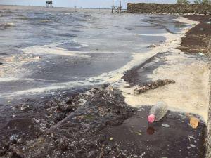 Oelverschmutzungen im Wasser