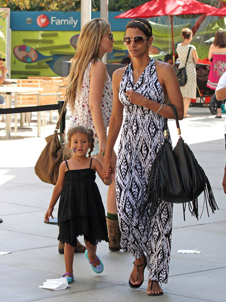 119913825keverix728201123229AM LOOK: Its Halle Berry and her Daughter